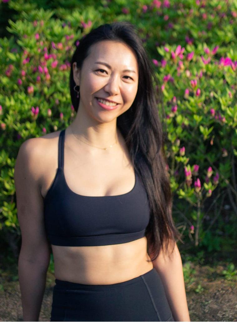 [Y26]Bilingual yoga instructor mika
